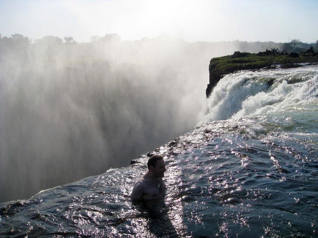 Zambia un destino en el que sumergirse for Piscina del diablo en zambia