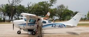 Típica avioneta en la que se realizan los traslados  entre los  diferentes alojamientos y zonas del delta del Okavango.