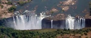 Vista aérea de las cataratas Victoria en el lado de Zimbabwe en África.