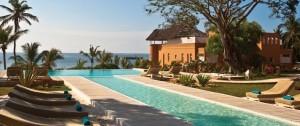 Vista de una de las piscinas del alojameiento Medina Palms en Watamu en la costa de Kenia.