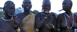 Mujeres de la tribu Mursi en Etiopía.