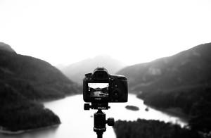 Cáara fotografiando un paisaje