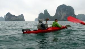 viajes-a-vietnam-kayak-en-la-bahia-de-halong-300x173
