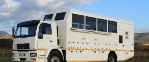 Típico camión de safari que se usa en algunos zonas de África.