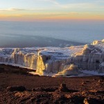 Monte kilimanjaro viajes a Tanzania en un atardecer
