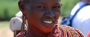 Mujer de la tribu Samburu en el Parque Nacional de Samburu, Kenia