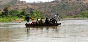 barcaza-con-ninos--viajes-a-etiopia