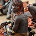 Mujer en un viaje a Etiopía en grupo.