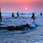 Atardecer en Galle con pescadores al fondo.